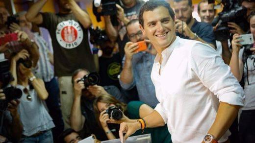 Rivera apela al votante moderado para que 'los extremos' no polaricen España