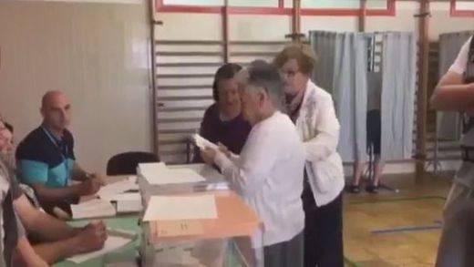 Anécdotas de la jornada electoral: Chacón y Garicano de vocales improvisados; denuncias de 'carreteo' y hasta… ¡un parto!