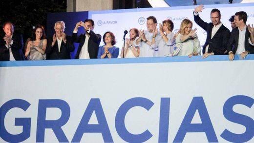 Génova grita 'sí, se puede' y Rajoy repite 'balconing' para celebrar la victoria