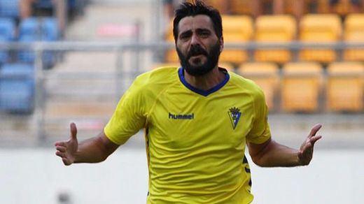 Un gol de Dani Guiza saca al Cádiz del infierno de la Segunda B