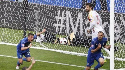 Italia nos gana las elecciones... a cuartos de final de la Eurocopa: eliminada una pésima Roja que cierra un ciclo (2-0)