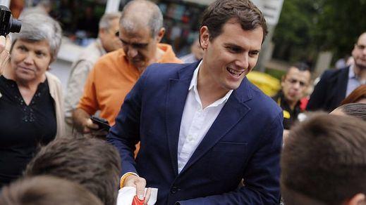 Rivera lo apuesta todo a un gran pacto a tres y ya plantea pedir al PSOE que se abstenga