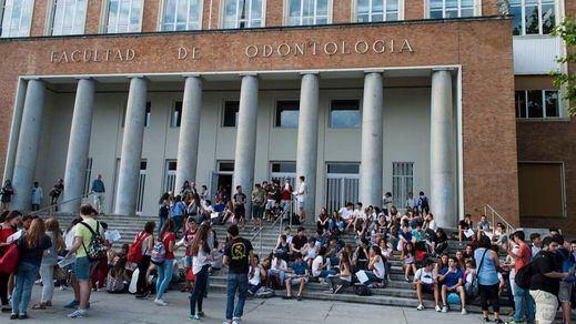 Los estudiantes recogen firmas para frenar el plan de reestructuración de la Complutense