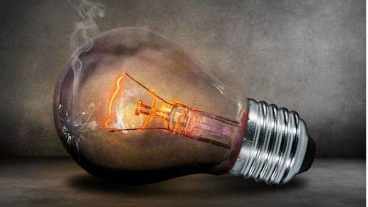 Han vuelto las grandes subidas del recibo de la luz con casi un 10% en junio, según denuncia y demuestra FACUA