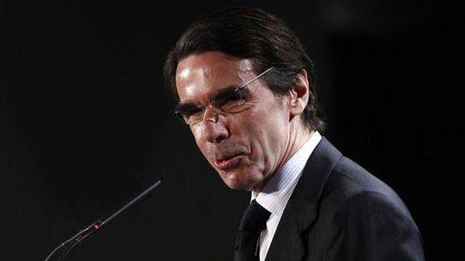 Aznar se da un paseo por su propia calle en Bagdad 2 días después de publicarse el 'informe Chilcot'