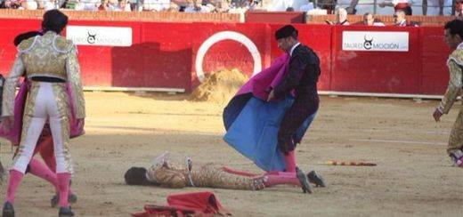 La peor tragedia vuelve a la Fiesta: muere el torero Víctor Barrio de una tremenda cornada en el pecho en la plaza de Teruel