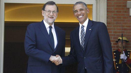 Obama bendice a Rajoy en 20 horas de despropósito total: una visita 'militar' que pasó como una ola