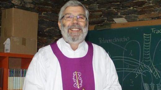 Un párroco de Lugo vuelve a pedir la excomunión de Rajoy por los escándalos y por