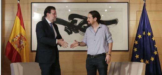 Rajoy se reúne con Iglesias y le deja claro que ahora su intención es formar Gobierno