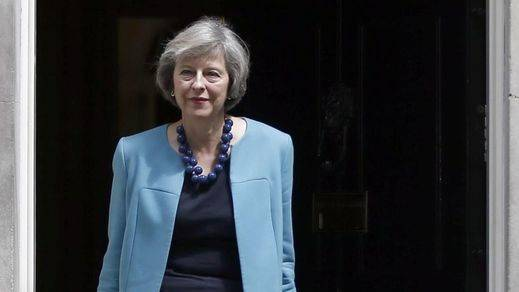 May inicia su andadura con polémica nombrando ministros a dos controvertidos 'eurófobos'