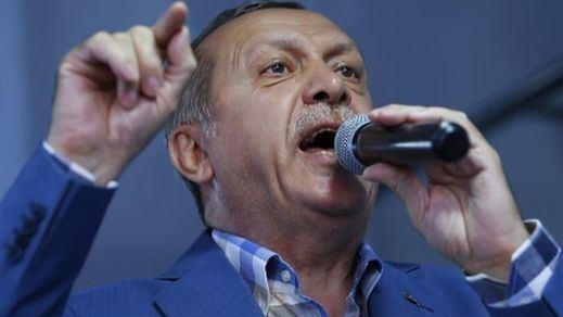 El 'triunfo' de Erdogan abre una grave crisis internacional: Francia le advierte que no es