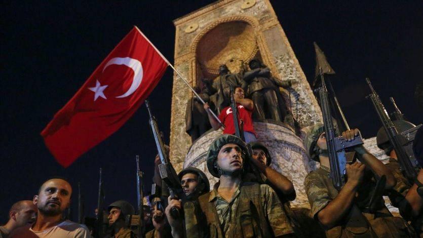 EEUU y Europa exigen a Turquía que no utilice el golpe para dar pasos hacia atrás en su democracia