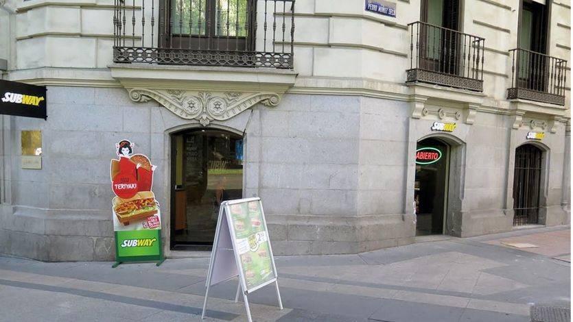 Subway abre un nuevo local frente a la Puerta del Alcalá