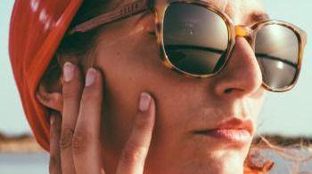 Feler incorpora acetato a sus gafas de sol en madera