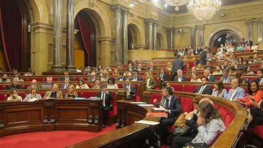 El Parlament catalán aplaza el proceso soberanista coincidiendo con el apoyo al PP en el Congreso