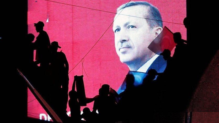 Una etapa oscura llega a Turquía: entra en vigor el estado de emergencia de 3 meses impuesto por Erdogan