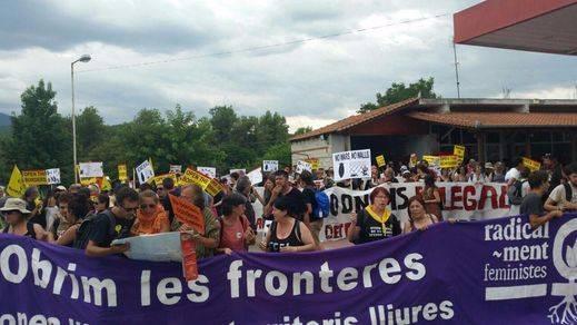 La 'Caravana' por los refugiados reclama en Grecia el cierre de los CIE