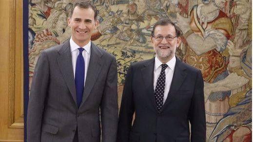 ¿Hace 'spoiler' el Twitter del PP sobre lo que le dirá Rajoy al Rey o es una cortina de humo?