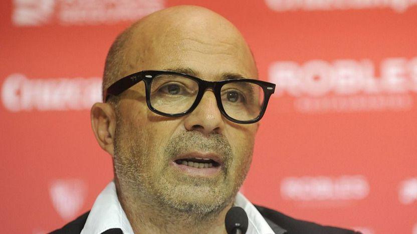 Argentina intenta 'robarle' al Sevilla a su entrenador: Sampaoli, de momento, sigue