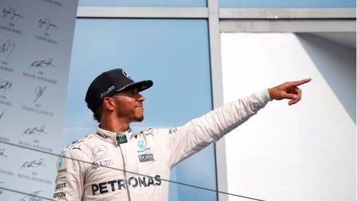 Hamilton se pasea con los Red Bull por Alemania y Rosberg se va de vacaciones segundo en el mundial