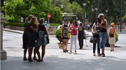 Vienen más turistas y, sobre todo, se gastan más: un 8,2% por encima del de 2015