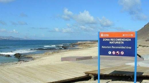 El nudismo, una tendencia al alza: una mayoría de españoles se animaría a visitar una playa nudista