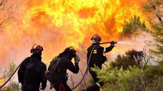 Canarias, en riesgo 'extremo' y con el viento en contra para controlar el fuego de La Palma