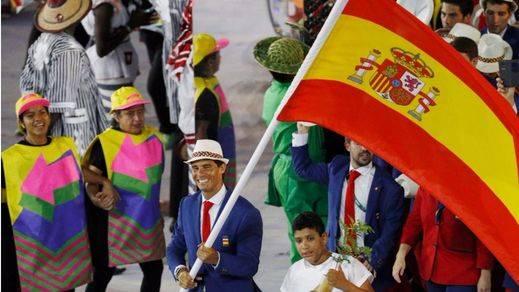 Un Nadal emocionado abandera la delegación española en la inauguración de los Juegos