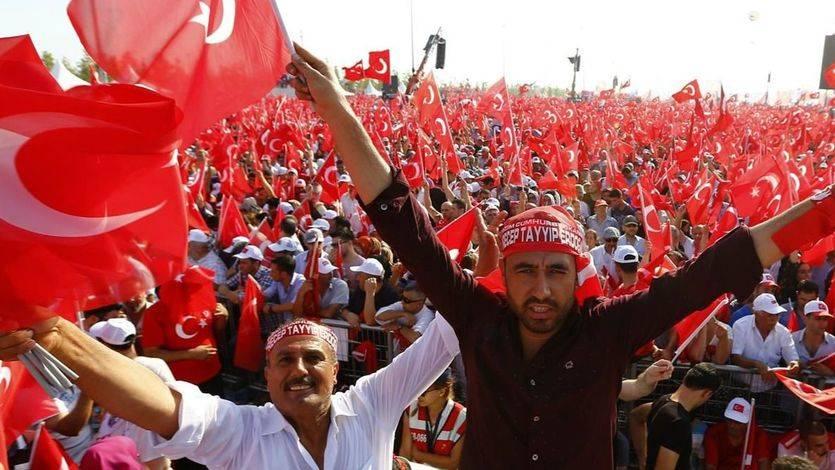 Erdogan impulsa la pena de muerte en Turquía con el apoyo de sus seguidores