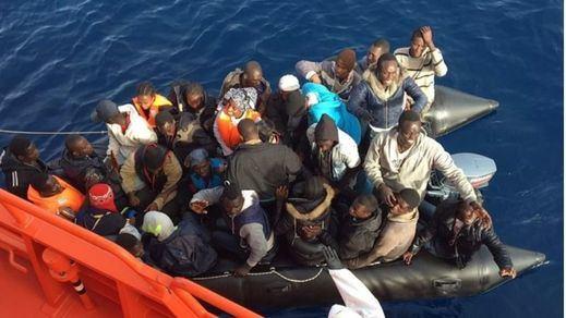 Salvamento Marítimo rescata a 31 personas al suroeste de la Isla de Alborán