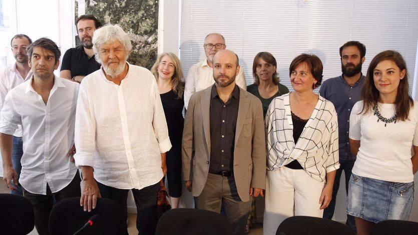 Villares (en el centro, con chaqueta marrón), durante la presentación de su candidatura