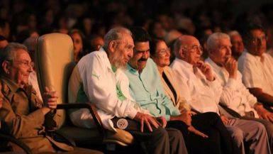 Fidel reaparece 'mudo' y desmejorado para recibir un homenaje por su 90 cumplea�os
