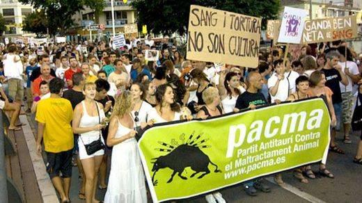 El Partido Animalista lanza 'Misión abolición' para intentar acabar con los festejos en los que se maltratan animales