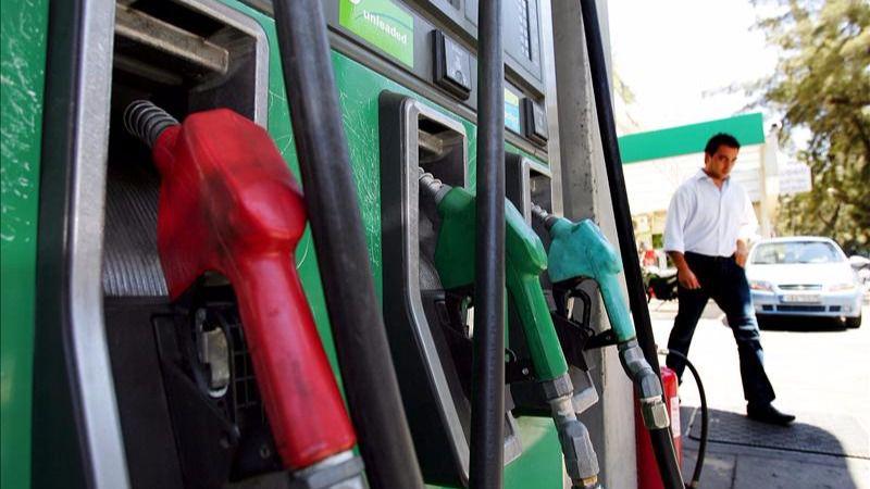 El precio de la gasolina y del gasóleo repunta por primera vez en el verano y se aleja de los mínimos