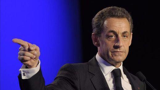 Sarkozy, con el ojo en el 'top ventas': anuncia su regreso a la carrera por el Elíseo en su último libro