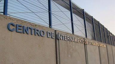 Esc�ndalo tras esc�ndalo en los CIE: �qu� pasa en las celdas de los 'sin papeles'?