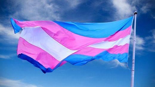 La nueva lucha 'trans' por la inclusión busca adecuar el nombre de la tarjeta sanitaria a la identidad de género