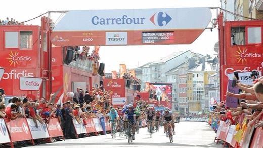 Meersman (Etixx) repite triunfo en un accidentado final en Lugo