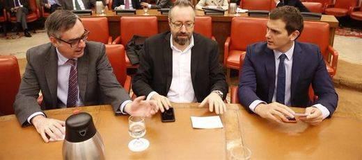 Ni Rajoy ni Rivera. El pacto entre PP y C's lo firmarán los portavoces parlamentarios