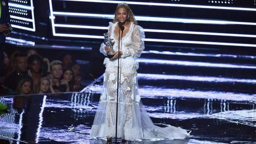 Beyoncé arrolla en los premios MTV Video Music Awards, donde regala una actuación memorable