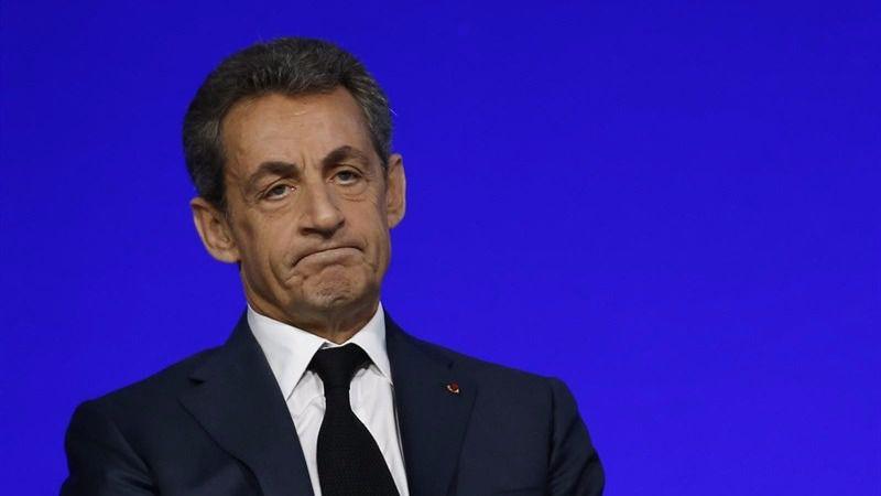Sarkozy se moja: dice que reformará la Constitución para prohibir el uso del burkini si gana las presidenciales