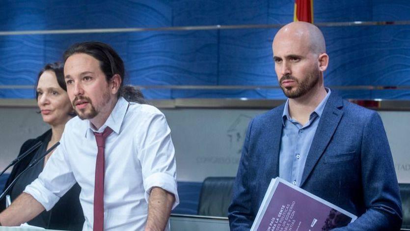 Pablo Iglesias comparece en el Congreso junto a Nacho Álvarez y Carolina Bescansa