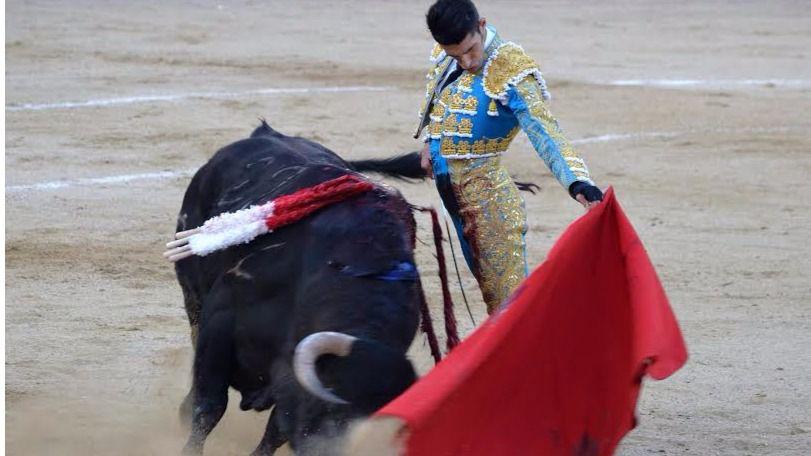 Natural de Talavante a su segundo toro.