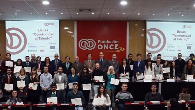 La Fundación ONCE ofrece 54 becas 'Oportunidad al Talento' a universitarios con discapacidad