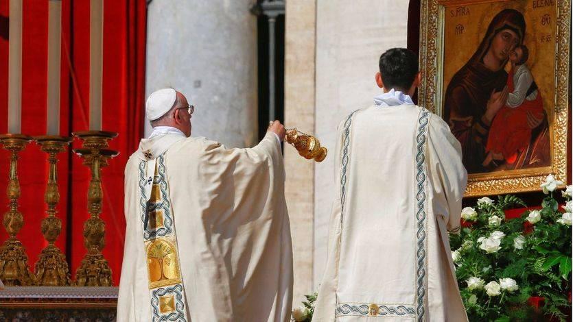 El Papa invita a comer pizza en el Vaticano a 1.500 pobres tras la canonización de Madre Teresa