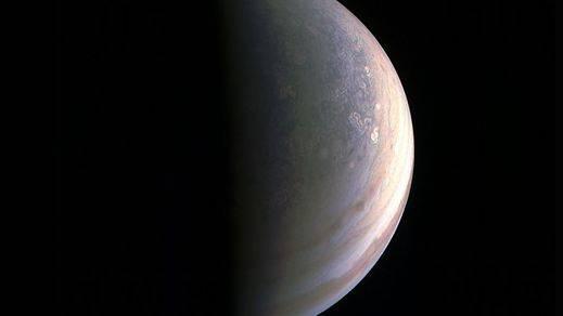 Juno envía las primeras imágenes de los polos de Júpiter