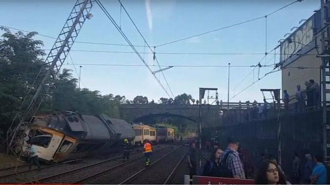 El descarrilamiento del 'tren Celta' deja ya 4 fallecidos y unos 50 heridos