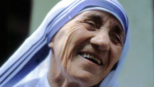 El carísimo viaje de la reina Sofía, Ana Pastor y el Gobierno para ver la canonización de Teresa de Calcuta