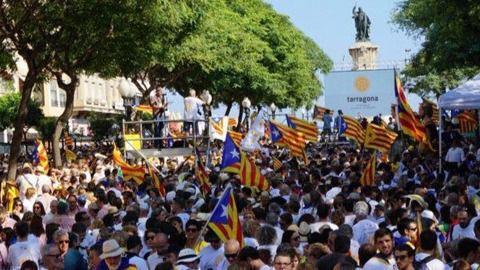 Y como siempre, la inevitable guerra de cifras: entre el millón de los independentistas y los 370.000 de la Delegada del Gobierno