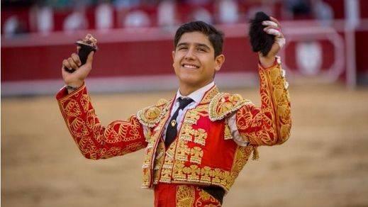 Albacete: triunfal y triunfalista despedida de novillero de Adame